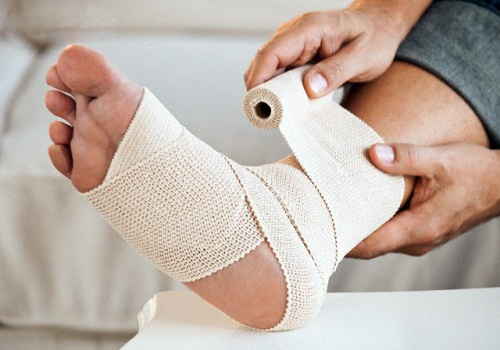 Injured foot --- Image by © Tetra Images/Corbis